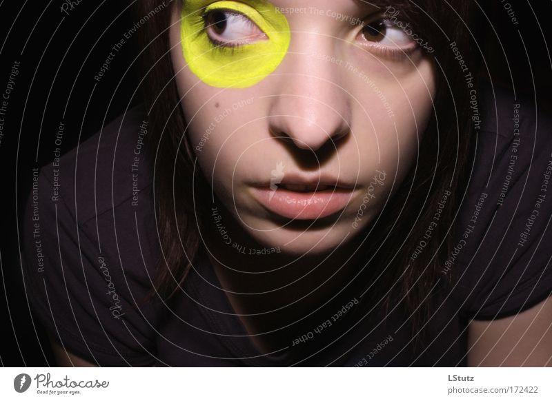 yellow Mensch feminin Junge Frau Jugendliche 1 18-30 Jahre Erwachsene T-Shirt brünett beobachten ästhetisch einzigartig Originalität verrückt gelb grau violett