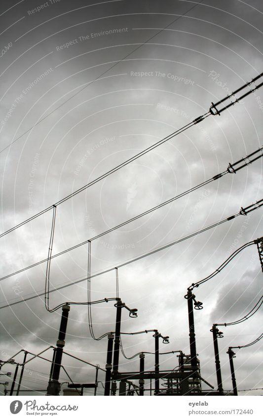 Verströmung Himmel Wolken grau Regen Kraft Energiewirtschaft Elektrizität Kabel Sicherheit Netzwerk Industrie Technik & Technologie Leitung komplex schlechtes Wetter Industrieanlage