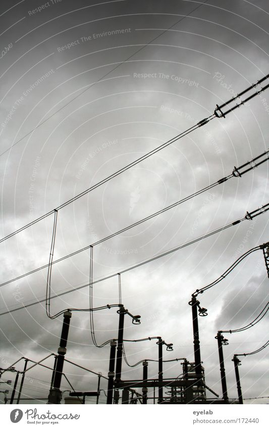 Verströmung Himmel Wolken grau Regen Kraft Energiewirtschaft Elektrizität Kabel Sicherheit Netzwerk Industrie Technik & Technologie Leitung komplex