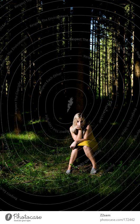 alone in the dark Mensch Natur Jugendliche Baum Einsamkeit Wald gelb feminin dunkel Landschaft Erwachsene Traurigkeit träumen blond sitzen elegant