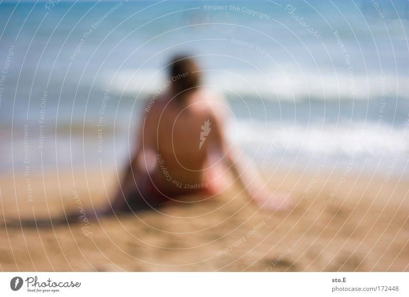 urlaub, unscharf Frau schön Ferien & Urlaub & Reisen Meer Strand ruhig Erwachsene Erholung feminin träumen Wellen Rücken sitzen liegen weich Wellness