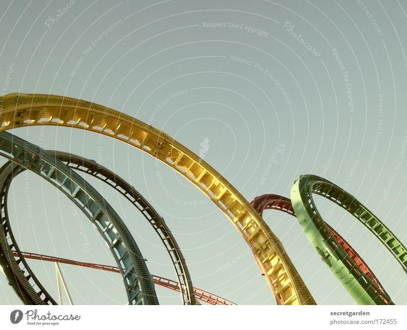 rund-fahrt blau grün rot Sommer Freude oben Bewegung Luft Angst Freizeit & Hobby elegant ästhetisch Perspektive rund fahren Bauwerk