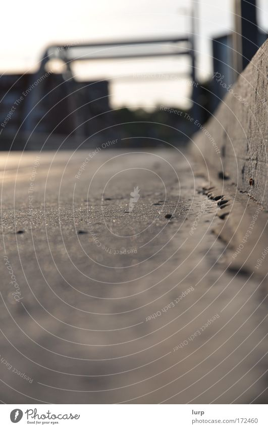 Quotenfoto weiß Straße grau Wege & Pfade braun Verkehr Brücke authentisch einfach Bauwerk unten Verkehrswege Autofahren Personenverkehr Straßenverkehr
