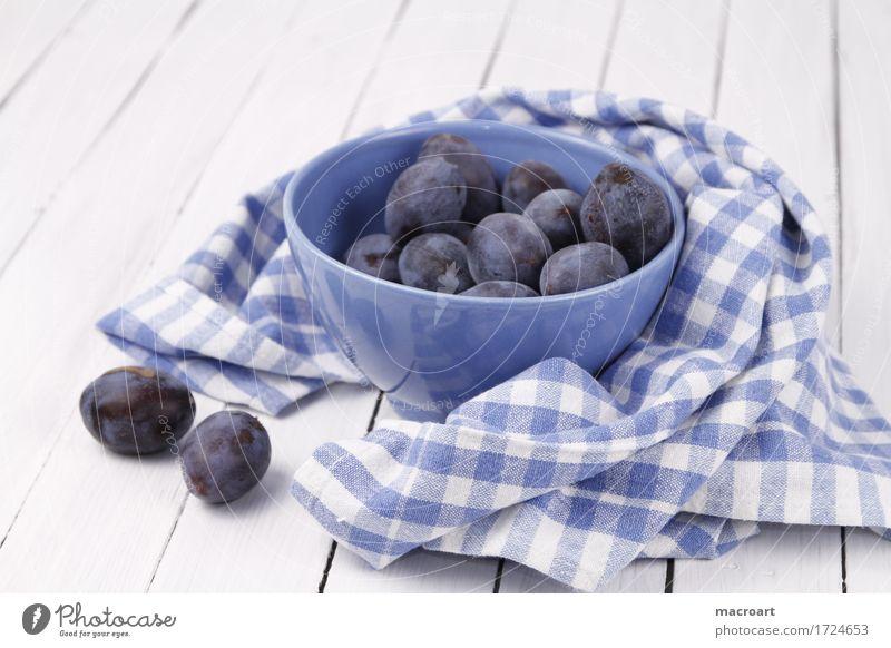 Pflaumen Kernobst Frucht landhausstil Landhaus reif blau Gesundheit Gesunde Ernährung Küchenhandtücher Holzbrett Holztisch altehrwürdig Schalen & Schüsseln