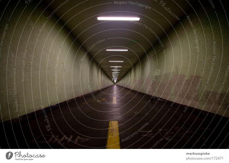 tunnelstraße, zürich Stadt kalt Angst laufen Ausflug Verkehr Bauwerk Schweiz Verkehrswege Todesangst Tunnel Straßenverkehr Fußgänger Verkehrsmittel Entsetzen