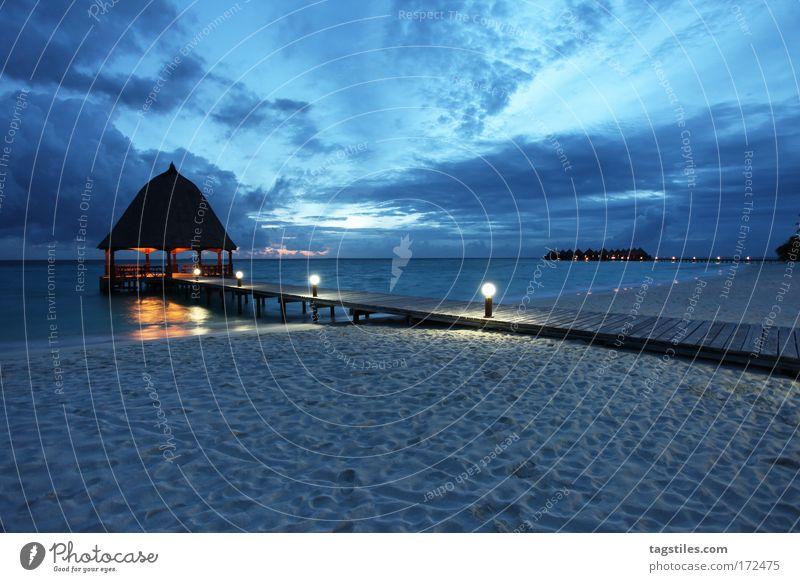 BLAUER SAMT Meer blau Sommer Strand Wolken Erholung träumen Ferien & Urlaub & Reisen Sand Beleuchtung Wellness Insel Tourismus Asien Nacht Steg
