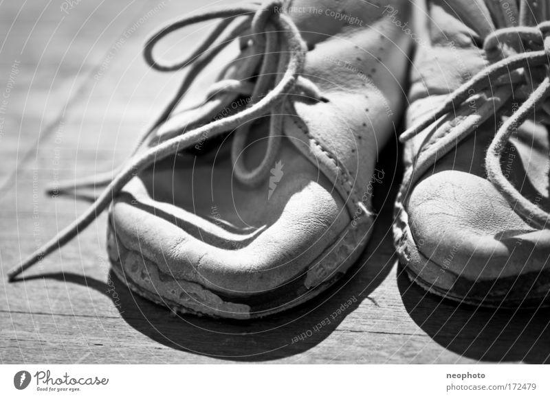 Meine ersten.... Gefühle Mode Kindheit Schuhe wandern lernen Zukunft Vergänglichkeit Vergangenheit Lebensfreude Leder Erfahrung Joggen friedlich Dinge