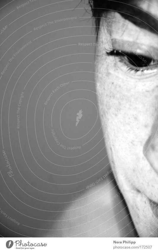 Studie Mensch androgyn Junge Frau Jugendliche Erwachsene Leben Kopf Auge Wimpern Augenbraue 1 18-30 Jahre träumen Traurigkeit warten nah trist grau Sorge Trauer