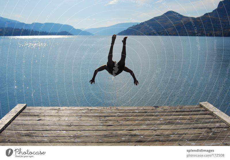Jump and cool down Mensch Jugendliche Sommer Freude Strand Ferien & Urlaub & Reisen Erholung springen Berge u. Gebirge Freiheit See Landschaft Körper Mann