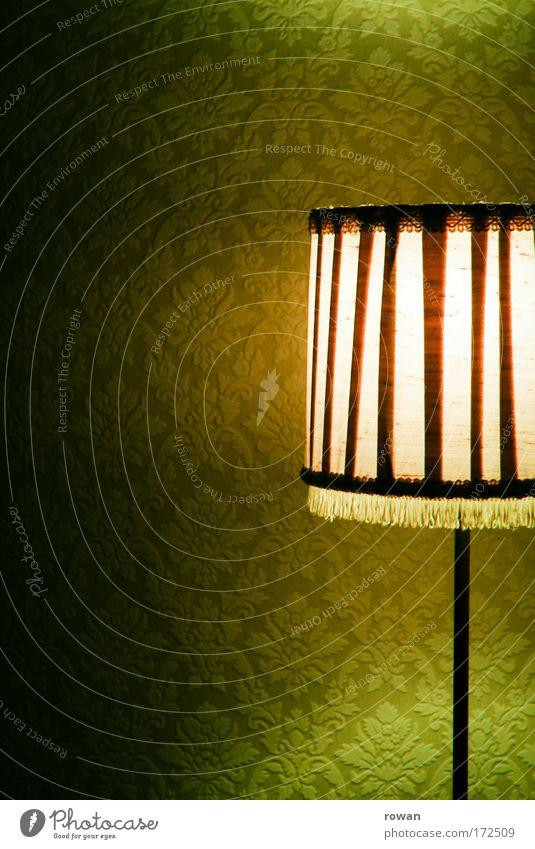 orangegrün alt grün Lampe dunkel Wärme orange retro Licht Häusliches Leben Raum Tapete leuchten Wohnzimmer gemütlich antik Lampenschirm