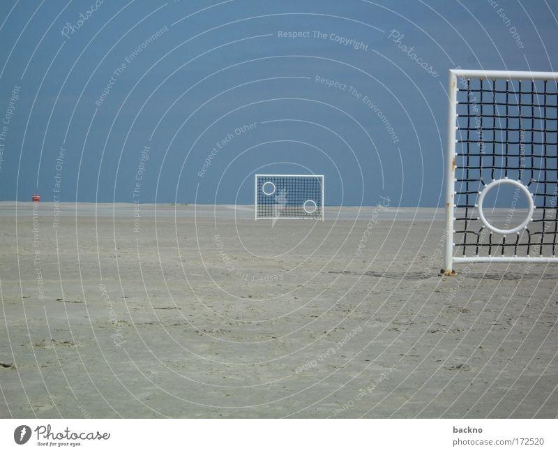 Strandtor Farbfoto Außenaufnahme abstrakt Menschenleer Textfreiraum links Textfreiraum oben Textfreiraum unten Tag Sonnenlicht Totale Fußball Tor