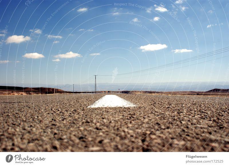 Onn sie Rot! Himmel Sonne Pflanze Sommer Straße Erholung Berge u. Gebirge Felsen Verkehr Geschwindigkeit Lifestyle Sicherheit nah Klima Wüste Freizeit & Hobby