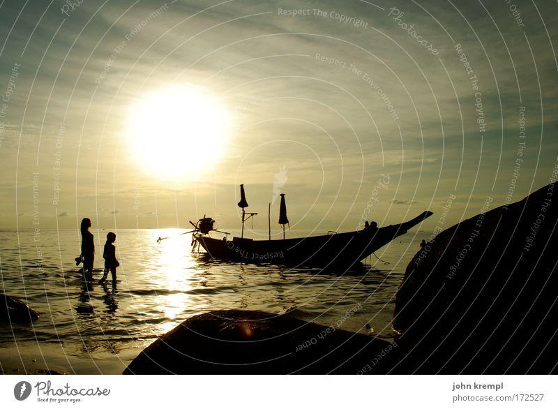 150 --- schon schön Farbfoto Gedeckte Farben Dämmerung Gegenlicht Küste Meer Wasserfahrzeug Strand Sonnenuntergang Romantik Sehnsucht Thailand Ko Tao