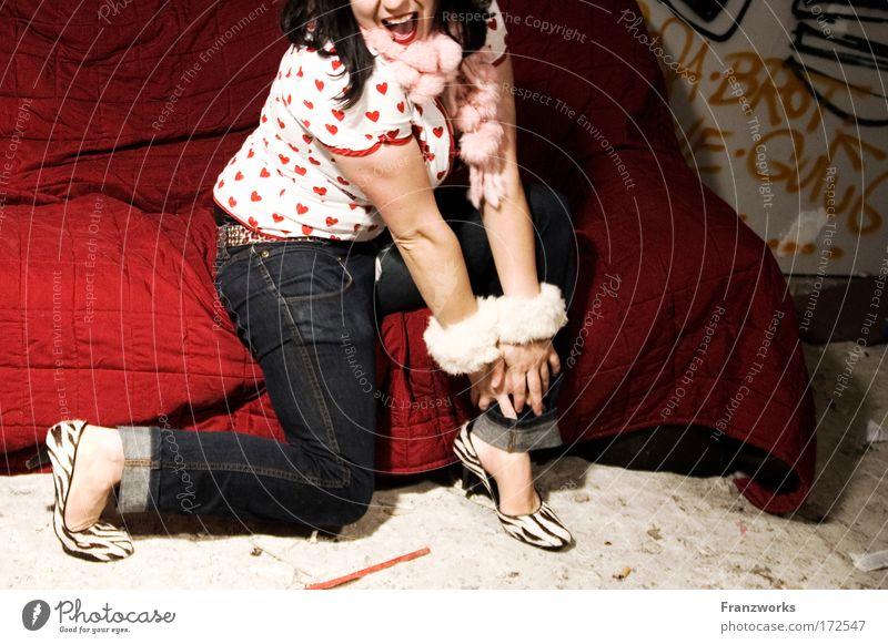 tipsiness in affect Mensch Jugendliche Freude Erwachsene feminin Leben Gefühle Glück lachen Mode Tanzen Mund sitzen Fröhlichkeit verrückt außergewöhnlich