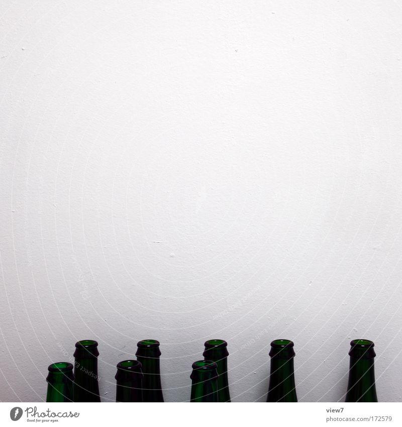 Studentenbude weiß grün Ernährung Stein Weinflasche Raum Feste & Feiern Glas leer Lifestyle Getränk ästhetisch Küche authentisch