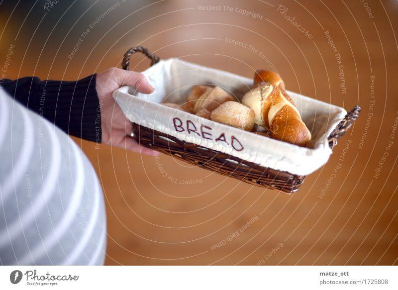 Brot für die (neue) Welt Mensch Frau Jugendliche Junge Frau Hand Erwachsene natürlich feminin Lebensmittel grau Häusliches Leben frisch Ernährung Mutter Frühstück Brot