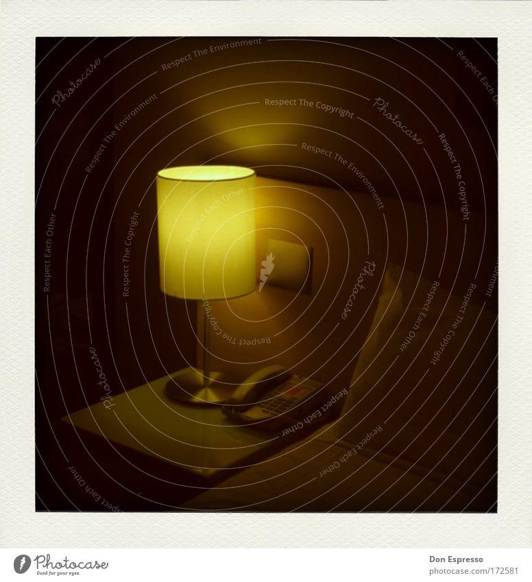 Another lonely Hotel Night Ferien & Urlaub & Reisen Einsamkeit dunkel Traurigkeit Innenarchitektur Lampe Raum Häusliches Leben Tourismus Dekoration & Verzierung schlafen Bett Hotel Fernweh Telefongespräch Heimweh