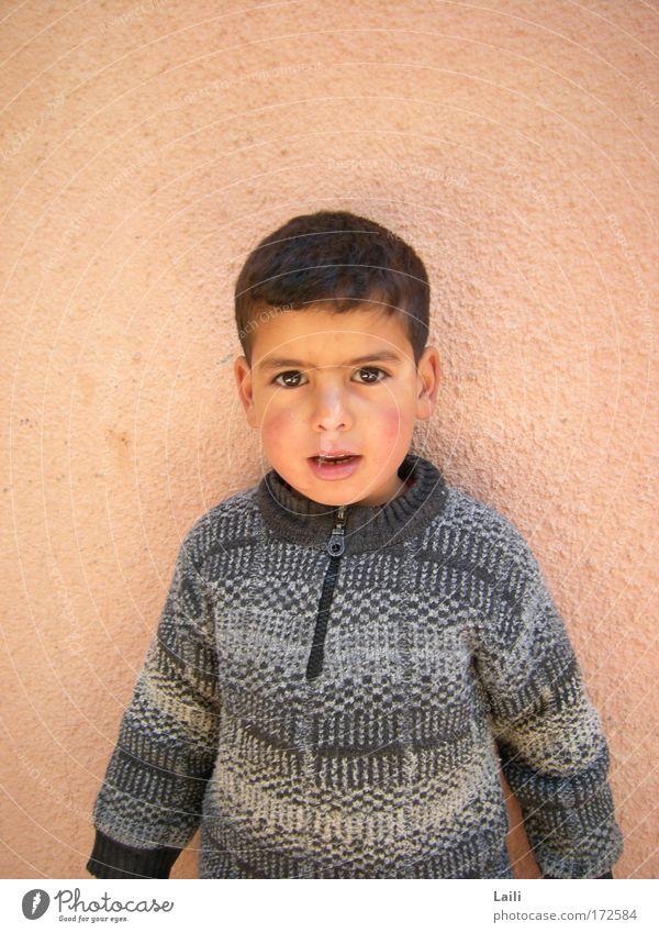 Berber Junge Mensch Kind Sommer Leben Gefühle Glück maskulin authentisch Afrika Kultur Lebensfreude Dorf Neugier Pullover Kleinkind