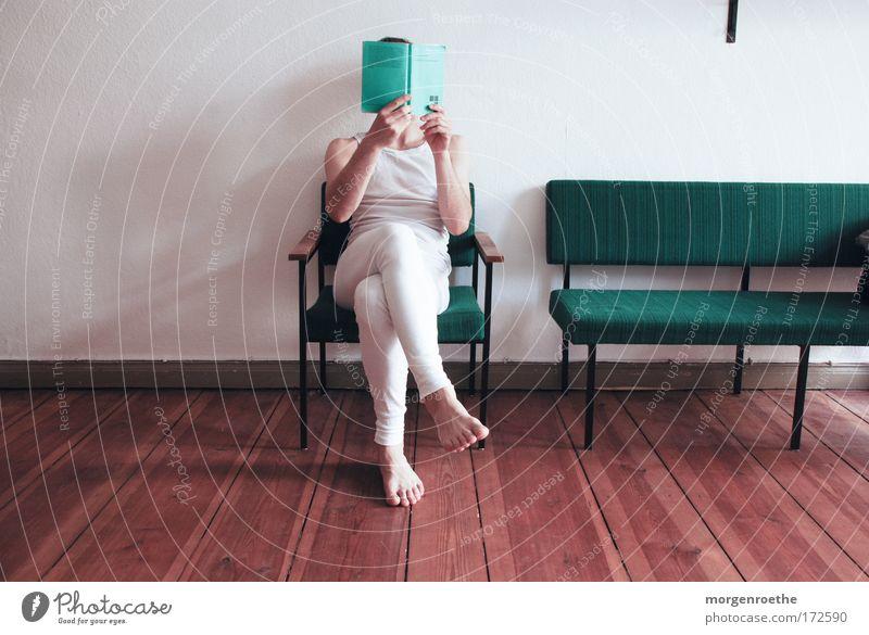 die kritik der reinen vernunft Mann grün weiß Denken Buch lesen Verstand Philosophie Mensch begreifen Rationalität Printmedien Theorie