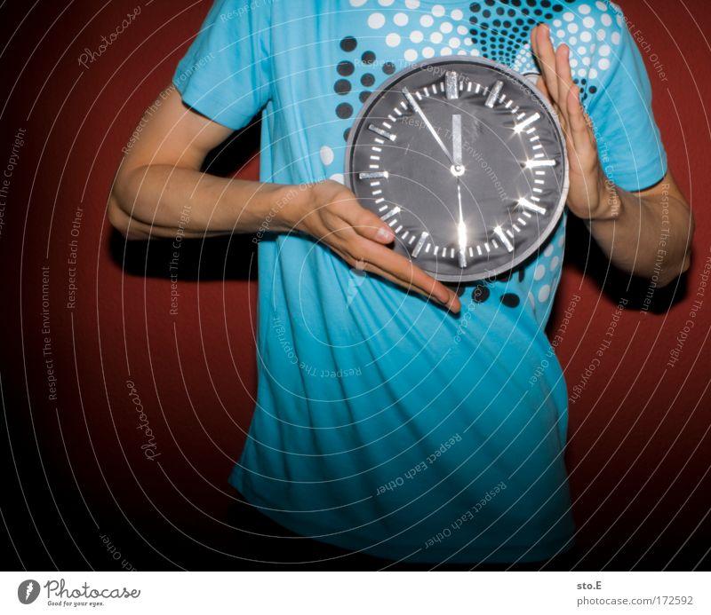 bling bling Mann blau rot Erwachsene Leben Stil Arbeit & Erwerbstätigkeit glänzend maskulin Uhr Geschwindigkeit Lifestyle rund T-Shirt Ziffern & Zahlen Kitsch