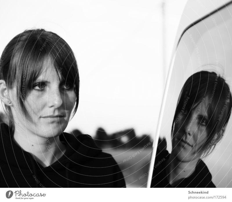 Double Schwarzweißfoto Außenaufnahme Tag Licht Schatten Kontrast Reflexion & Spiegelung Schwache Tiefenschärfe Zentralperspektive Porträt Blick
