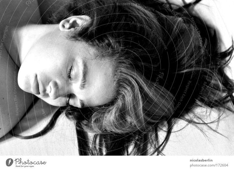 live fast, die young Mensch Jugendliche ruhig Gesicht Erholung Tod Leben Haare & Frisuren Traurigkeit träumen Zufriedenheit Ende Frieden Sehnsucht Gelassenheit