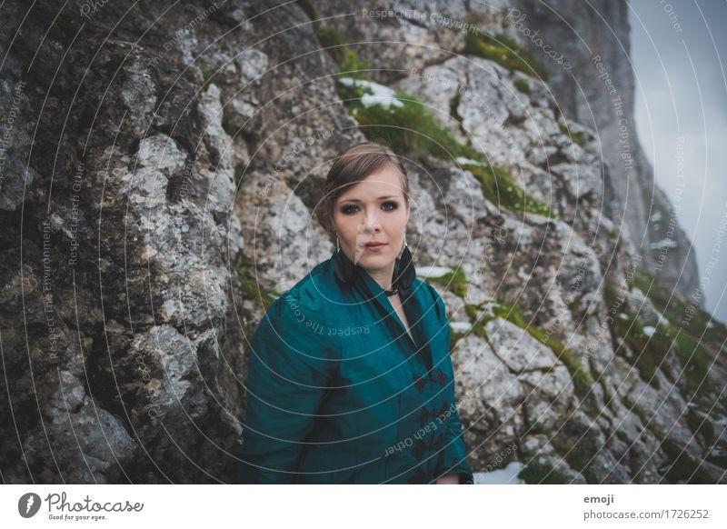 Madina Mensch Frau Jugendliche dunkel 18-30 Jahre Erwachsene feminin außergewöhnlich Mode mystisch