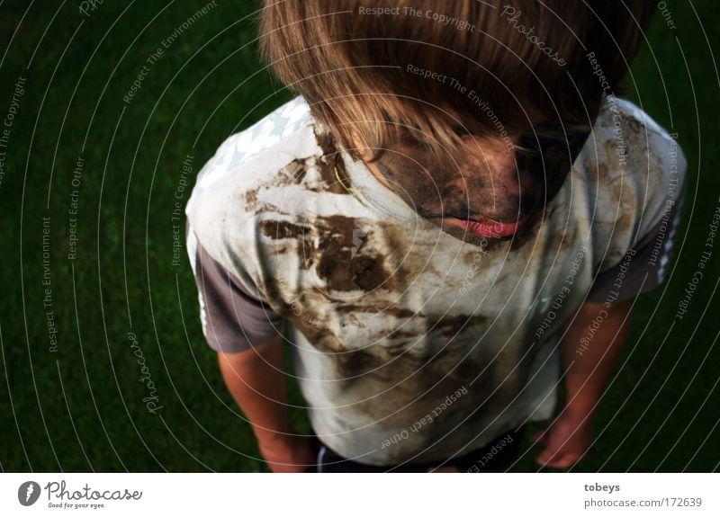 sieben zu null Kind Jugendliche kalt Spielen Junge Traurigkeit Kindheit dreckig Sauberkeit 8-13 Jahre langhaarig Erschöpfung Enttäuschung toben Akzeptanz
