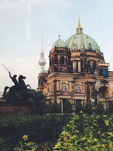 Berlin in a nutshell schön Architektur Gebäude Häusliches Leben genießen beobachten Turm Bauwerk Sehenswürdigkeit Wahrzeichen Hauptstadt Denkmal Stadtzentrum