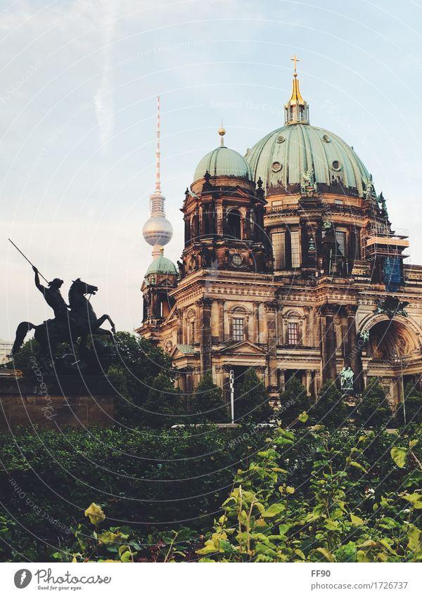 Berlin in a nutshell Skulptur Architektur Berliner Fernsehturm Berlin-Mitte Hauptstadt Stadtzentrum Dom Turm Bauwerk Gebäude Museum Museumsinsel