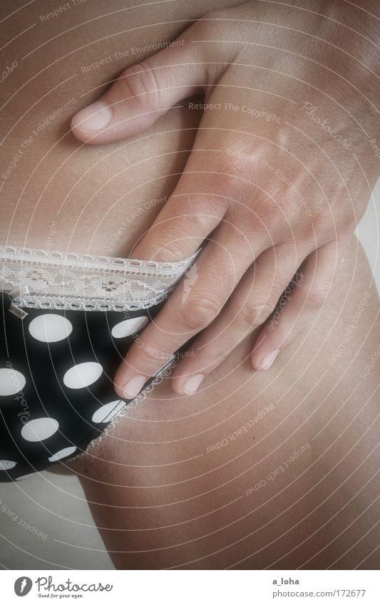 pünktchen und antonia Hand weiß schön schwarz feminin Erotik Beine Haut Finger ästhetisch Spitze berühren Punkt dünn Leidenschaft Bauch