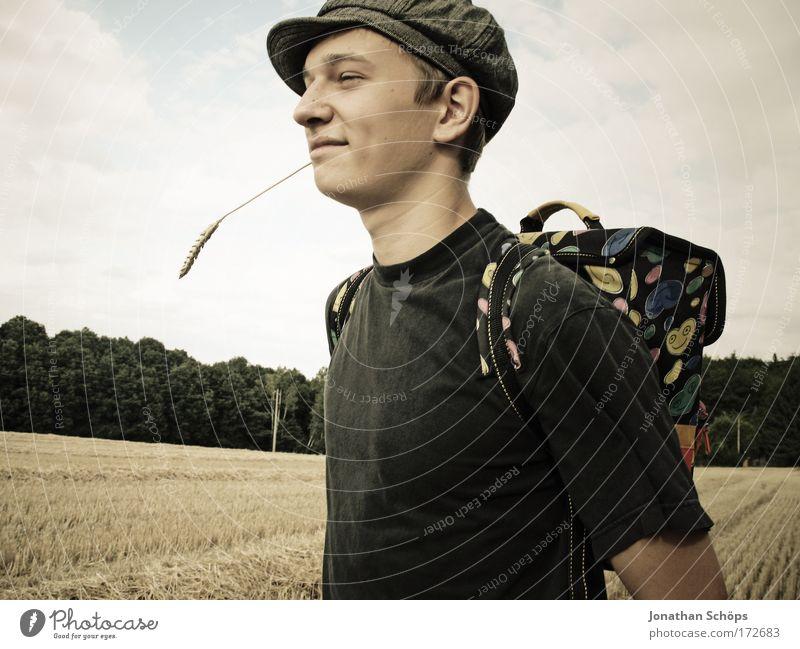 Der schelmische strohhalmkauende blödgrinsende Lausebubenbengel Mensch Jugendliche Freude Stil braun lernen Fröhlichkeit maskulin verrückt Lifestyle Coolness