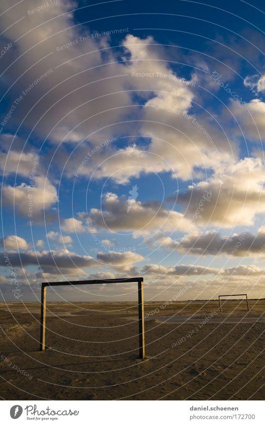 Feierabend beim SC Amrum Meer Strand Ferien & Urlaub & Reisen Wolken Einsamkeit Ferne Erholung Wind Horizont Freizeit & Hobby Sport Tor Fußballplatz