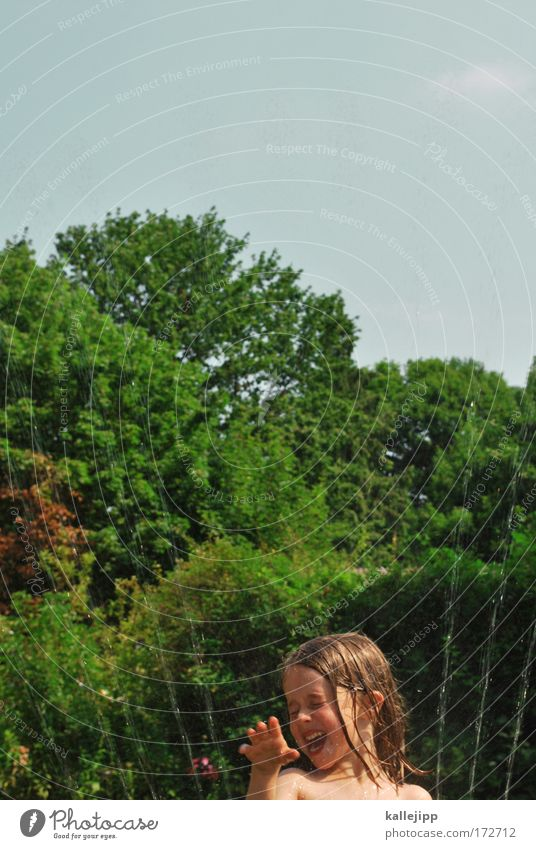 freudenfeuer Farbfoto Außenaufnahme Textfreiraum oben Tag Kontrast Oberkörper Zwinkern Freizeit & Hobby Spielen Mensch Mädchen Haut Kopf Haare & Frisuren