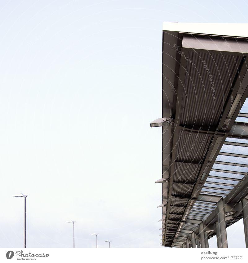 Ein Tipp, ein Treffer! kalt Architektur grau Metall Deutschland Europa Dach Güterverkehr & Logistik Laterne Stahl Bahnhof hart Kleinstadt Bahnfahren