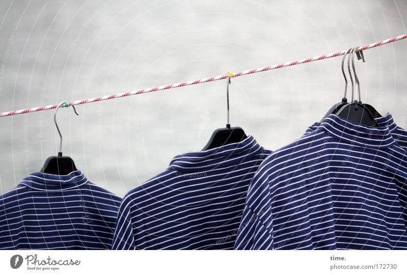KI09.1 | Norddeutsche Küstenkollektion Bekleidung Seil Streifen Hemd Reihe hängen Markt gestreift verkaufen aufhängen Ware Tracht maritim Angebot Kleiderbügel