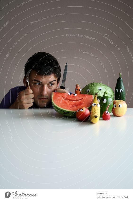 Rudi R. & Familie vs. Gabriel Gabel Farbfoto Lebensmittel Gemüse Frucht Ernährung Essen Messer Häusliches Leben Mensch 1 beobachten entdecken außergewöhnlich