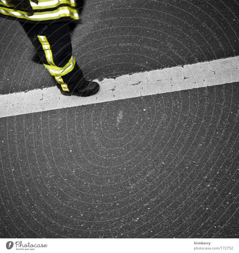 laufband Straße Wege & Pfade Design Verkehr Sicherheit Beruf Autobahn Dienstleistungsgewerbe Unfall chaotisch Feuerwehrmann Personenverkehr Feuerwehr Versicherung Fahrbahn Uniform