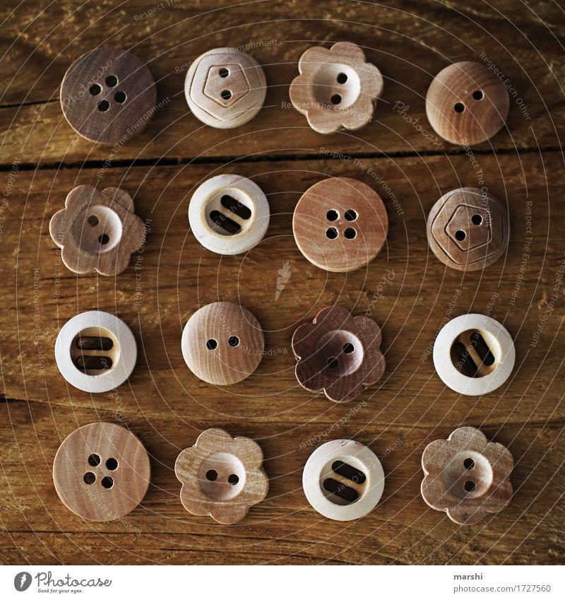 KnöpfchenParade Holz Stimmung braun Ordnung süß Zeichen Reihe Stillleben Knöpfe Ornament