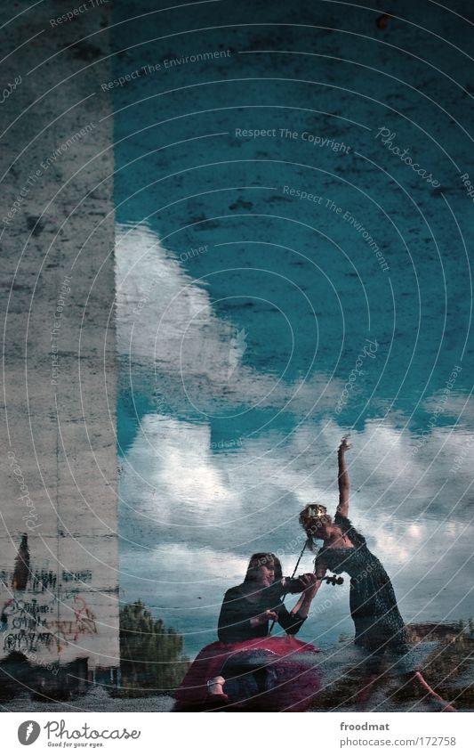 geigerzähler Farbfoto Außenaufnahme Experiment Textfreiraum oben Tag Silhouette Reflexion & Spiegelung Weitwinkel Ganzkörperaufnahme elegant Stil tauchen