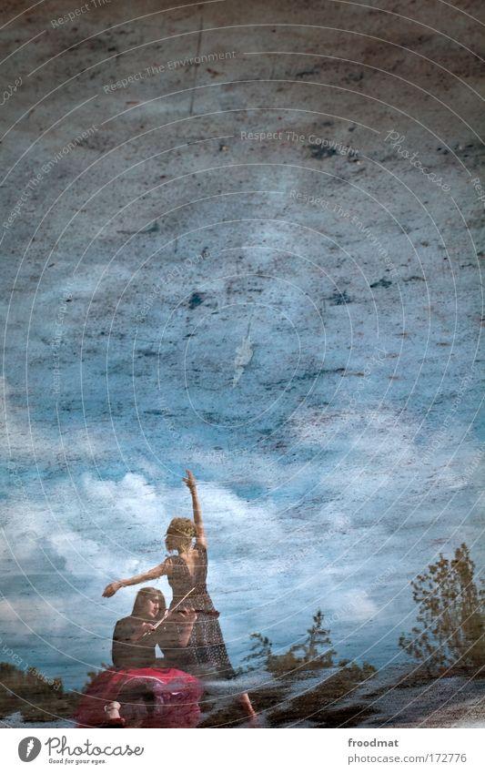 reflektionär Mensch Himmel Jugendliche Wasser Erwachsene feminin Gefühle Bewegung Traurigkeit träumen Stimmung Kunst Tanzen ästhetisch 18-30 Jahre einzigartig