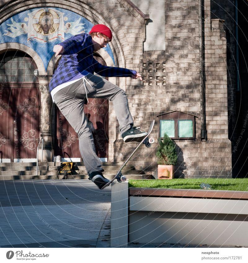 gaaanz knapp Stadt Park Platz Kirche berühren Skateboarding Skateboard Altstadt bevölkert Hafenstadt Bluntslide