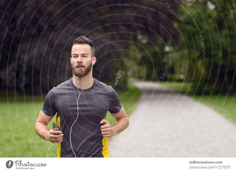 Mensch Jugendliche Mann 18-30 Jahre Gesicht Erwachsene Sport Lifestyle Textfreiraum Körper Musik Aktion Fitness hören Entwurf Läufer