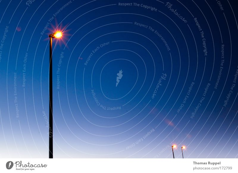 | `` Himmel blau Wärme Lampe hell Wetter Beleuchtung Energiewirtschaft Sauberkeit Laterne Straßenbeleuchtung Leistung Wolkenloser Himmel strahlend Laternenpfahl