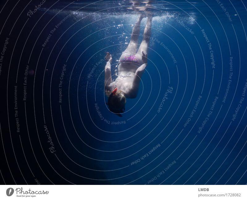 Kopfüber abtauchen Mensch Frau Jugendliche Junge Frau Wasser Meer Erholung 18-30 Jahre Erwachsene feminin Schwimmen & Baden Körper Wellness Konzentration