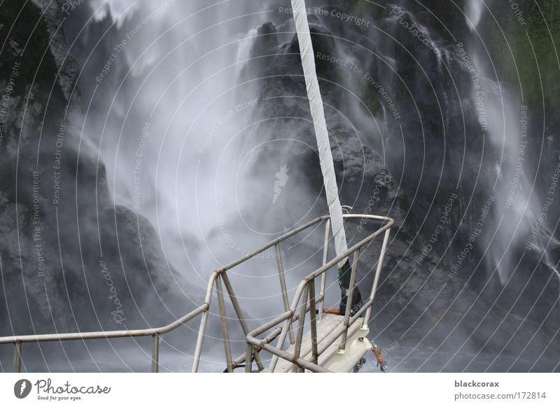 take a shower Gedeckte Farben Außenaufnahme Tag Wasser Wasserfall Milford Sound Neuseeland Wasserfahrzeug wild