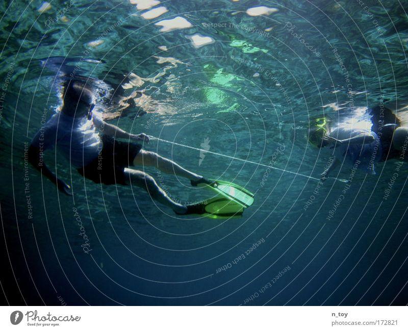 Verstrickt Mensch blau Wasser Ferien & Urlaub & Reisen Meer ruhig Freiheit Glück Zusammensein Kraft Schwimmen & Baden Tourismus Insel Schutz Vertrauen tauchen
