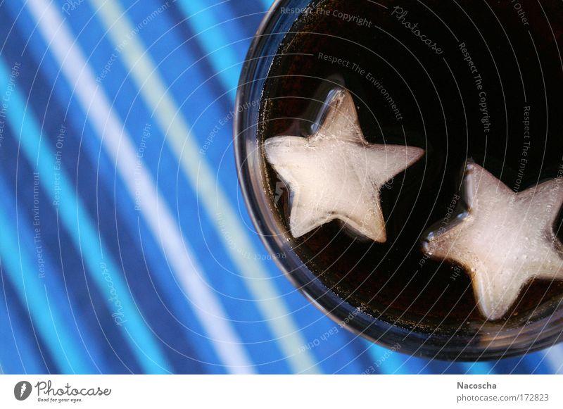 Colasterne blau weiß Freude schwarz kalt braun Glas Lebensmittel frisch Ernährung Streifen süß trinken Zeichen Erfrischungsgetränk