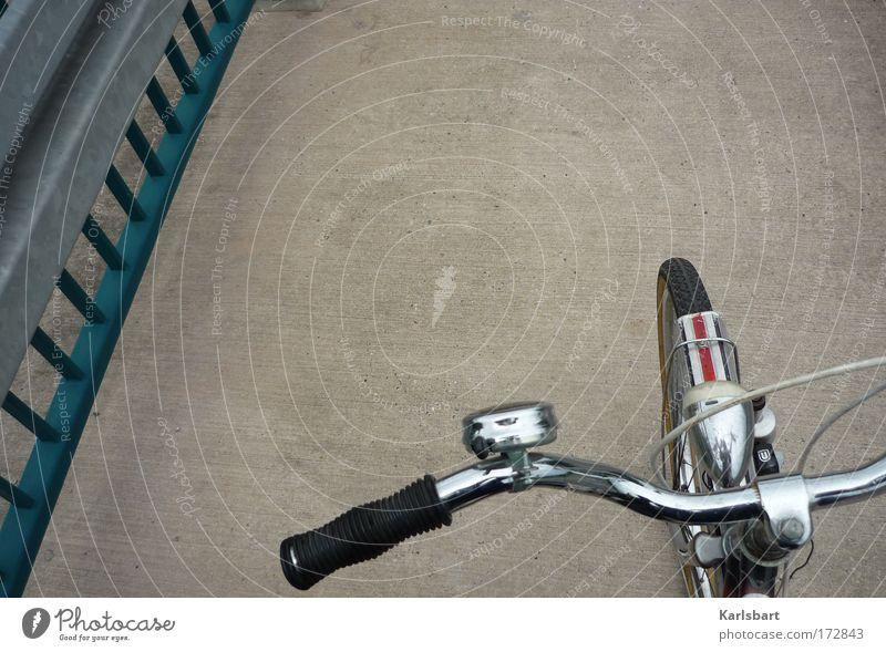 herr hoffmann. zu brücken. alt Straße Freiheit grau Stil Fahrrad Freizeit & Hobby Ausflug Verkehr lernen Brücke retro fahren Geländer Verkehrswege silber