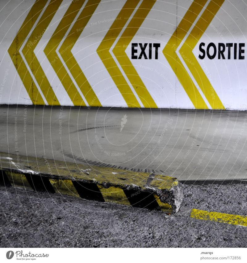Outta here weiß gelb Straße Wege & Pfade Linie Angst dreckig Schilder & Markierungen Verkehr Schriftzeichen Streifen einzigartig Pfeil Zeichen Hinweisschild